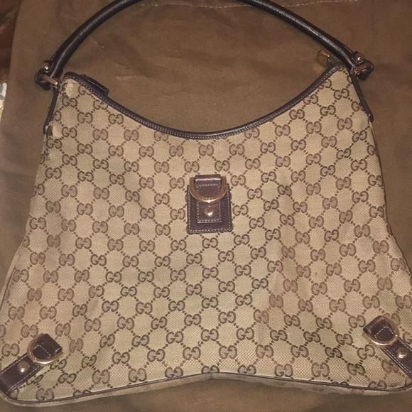 3d1e48712c91 Gucci Handbags - 💯 Authentic Gucci Fabric Signature Handbag